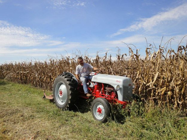 Jeff Johnson's 1952 8N in the field
